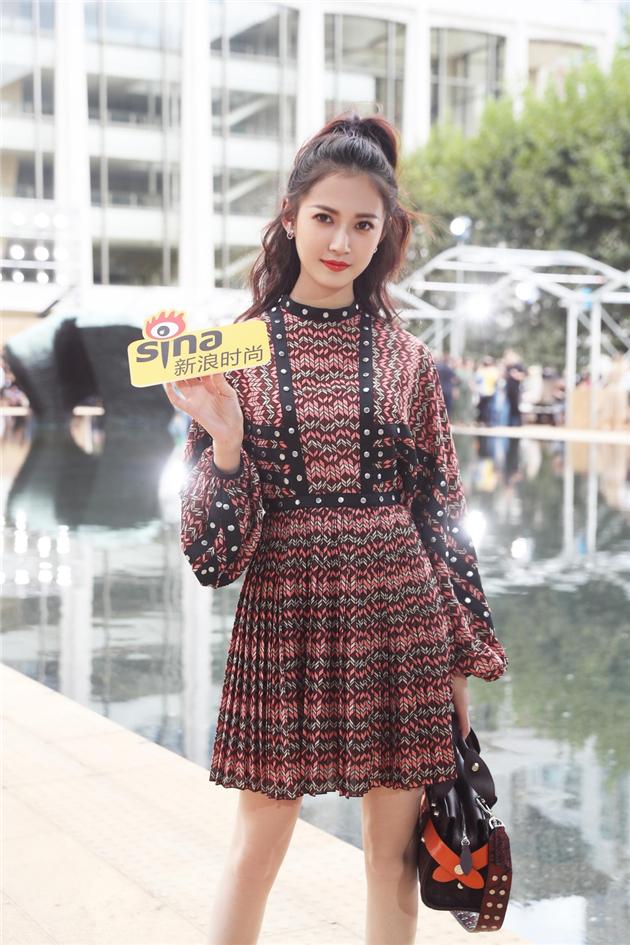 陈钰琪出席Longchamp 2020春夏系列秀场