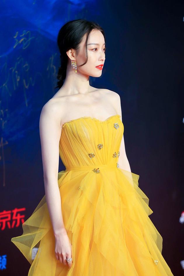 倪妮 一席黄纱裙现身2019风格大赏红毯 明艳动人