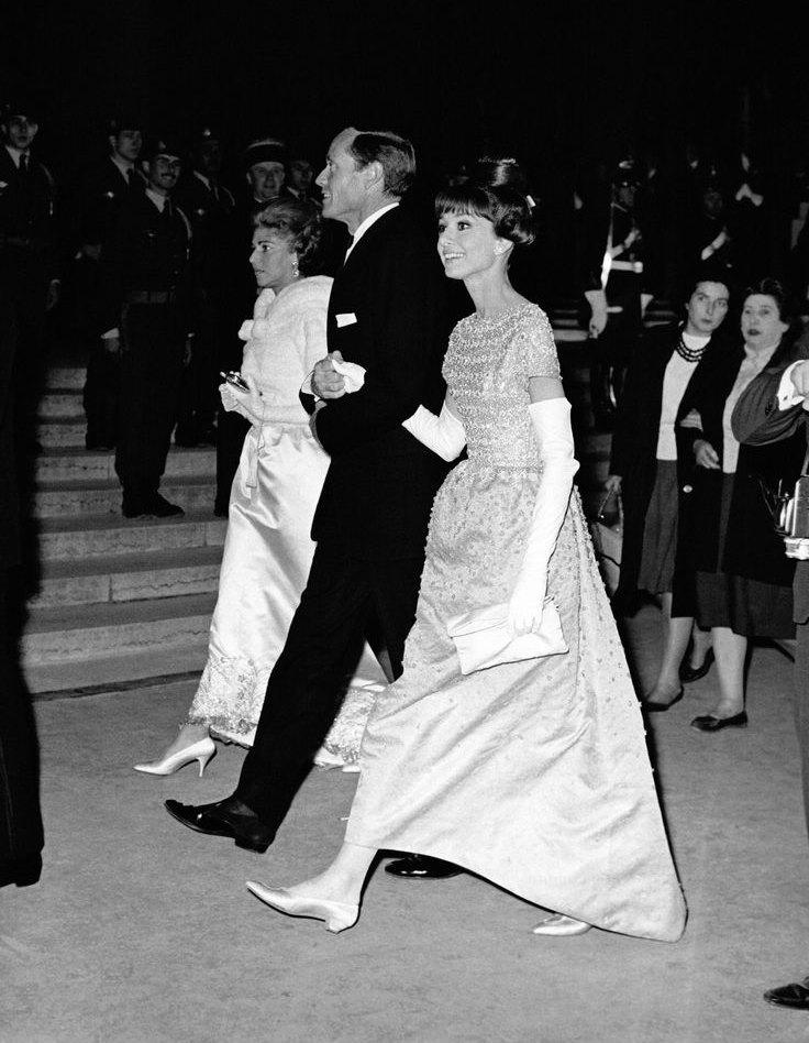 Audrey Hepburn亮相1950年戛納紅毯