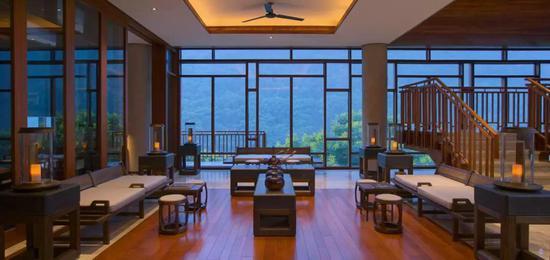 重庆柏联酒店与有着1600年历史的温泉古寺相依,温泉是这里最大的杀手锏~