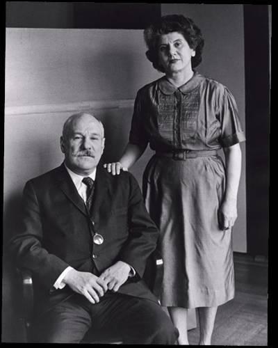 纽曼与他的妻子