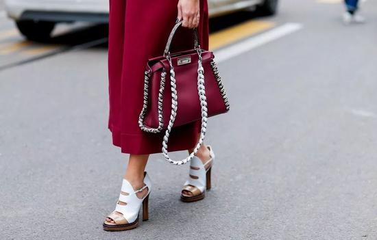 那些真正时髦的女孩 最后都买了这只包