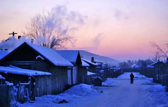 去看亚布力滑雪场的冰雪幻景的乐趣。