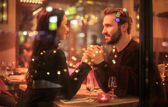 24K纯直男的情人节审美 图片源自pexels