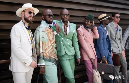 大叔们穿起水彩色来,瞬间充满少女心,但也确实够挑人。