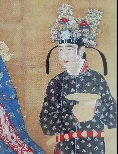《宋仁宗后坐像轴》(局部) 仕女戴一年景冠