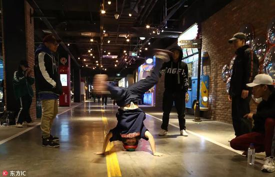 据统计目前全国有超过 5000 家的街舞工作室