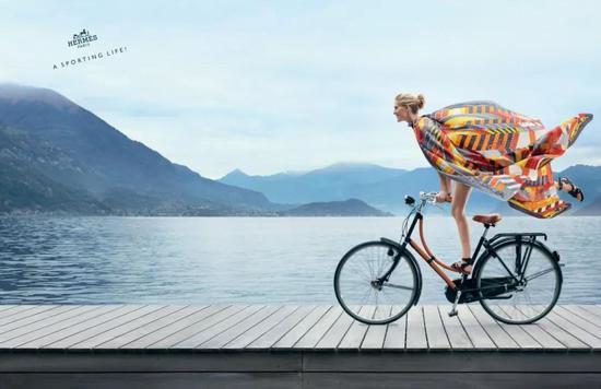 Hermès还特此拍摄了广告,价格则为8,100欧元,折合人民币6万多块。