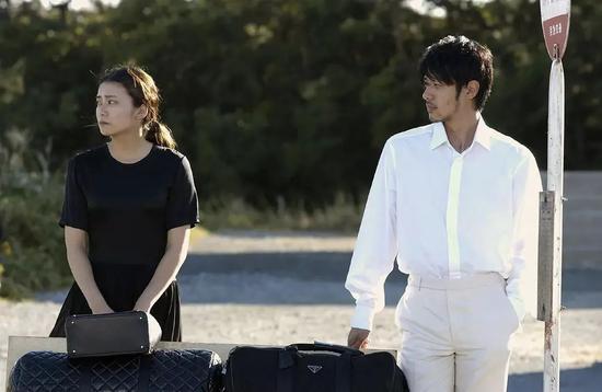 《彩虹老人院》,小田切让饰演一名同性恋者