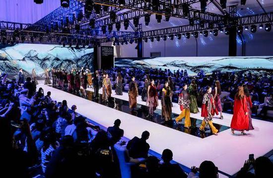 新丝绸之路 中意时装设计师联合大秀侧记