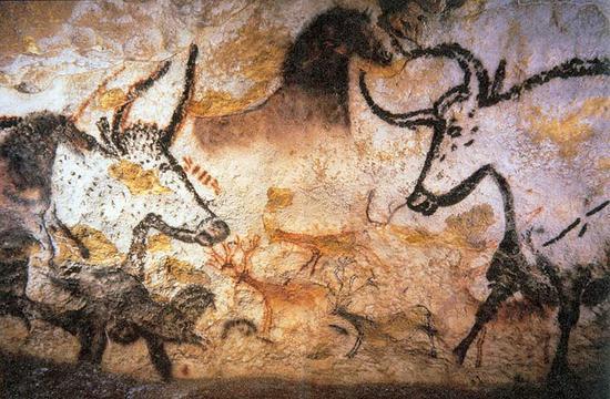壁画中呈现的欧洲野牛、马和鹿。 维基百科 图