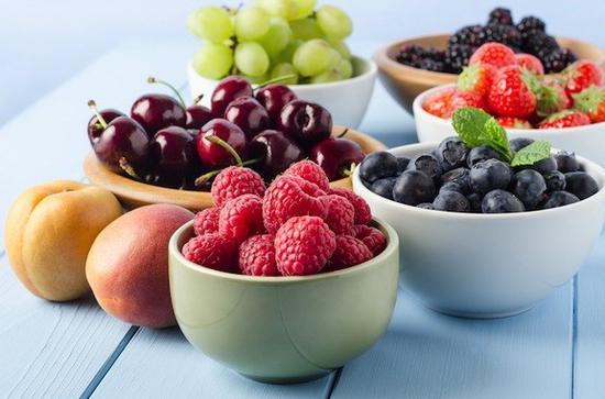 榨果汁最重要的就是可以按照自己的口味來調整甜酸度,所以榨之前一定嚐嚐水果才能正確配比 圖片來自leafs & roots