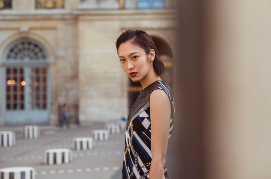 "Anny Fan的国际化尝试无疑开拓了一条新路径,打破了""时尚博主转型只能电商化""的认识僵局"