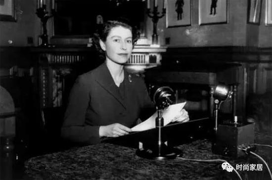 ▲伊丽莎白二世在1952年圣诞节首次发表广播演讲