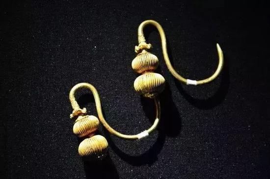 明代葫芦形金耳环
