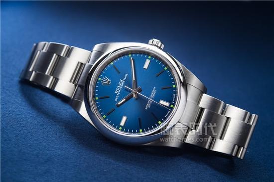 劳力士蚝式恒动系列114300灰盘/蓝盘腕表,售价45,900元人民币