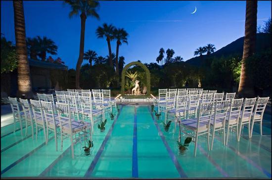 泳 池 婚 礼