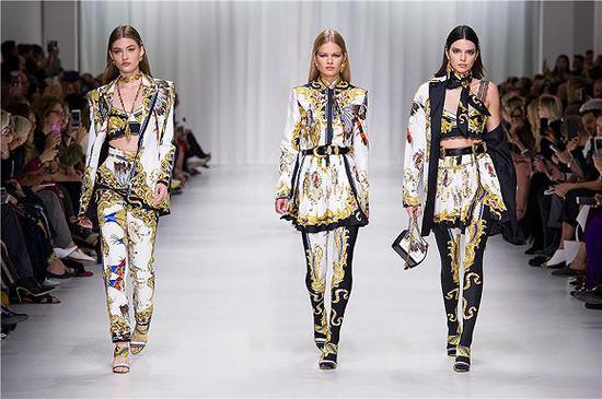 Versace 2019年春夏秀场 图片来源:Versace