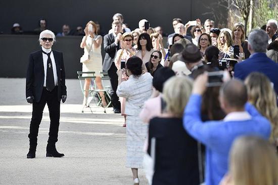 Karl Lagerfeld图片来源:Fashionnista