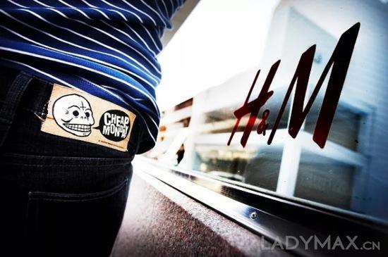 Cheap Monday凭借平价叛逆的品牌定位成功打入年轻市场,曾是年轻消费者购买紧身牛仔裤的第一选择