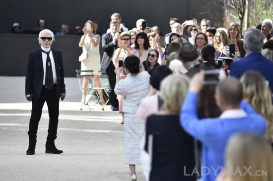 Karl Lagerfeld离世带走了时尚界的最后一份终身合同
