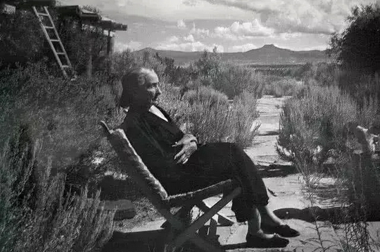 歐姬芙:我獨居于世界盡頭,在荒野中行走