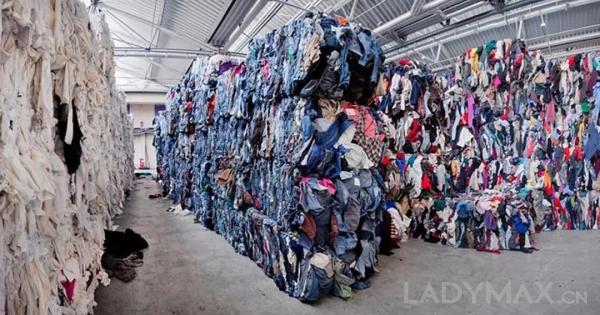 图为H&M被丹麦媒体曝光焚烧的牛仔裤