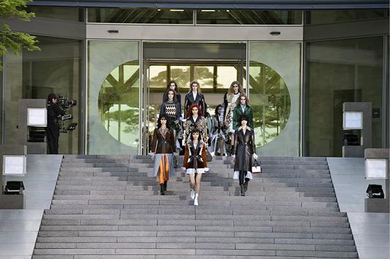 Louis Vuitton在京都举办2018度假系列大秀