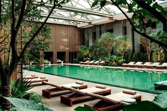 北京瑰丽酒店游泳池