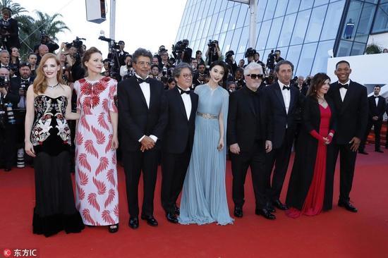 范冰冰第70届戛纳电影节同评委成员亮相红毯