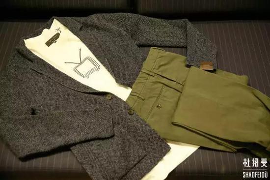 T恤:RAG&BONE外套:ALTEA长裤:INCOTEX