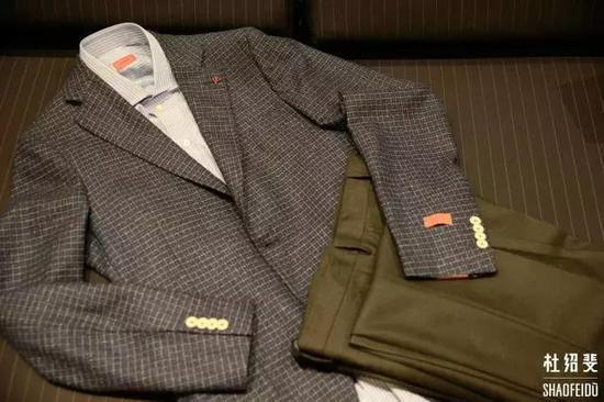 外套/衬衣:ISAIA长裤:LARDINI