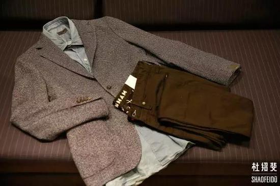 外套/衬衣:LARDINI衬衣:MONCLER GAMME BLEU长裤:DENHAM