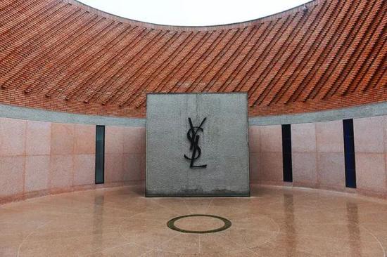 ㊽马约尔花园旁边坐落着YSL博物馆,保存着他的很多作品和故事。