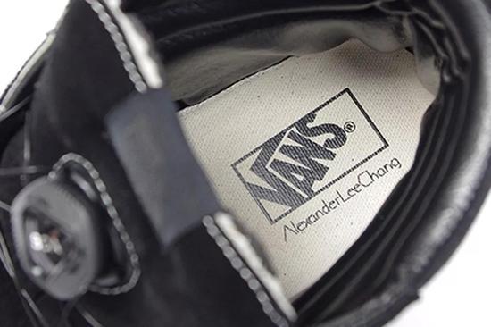 #7。Nike M2K Tekno 全新'红白蓝'配色
