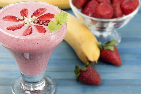 草莓香蕉菠蘿酸奶 圖片來自Home & Plate