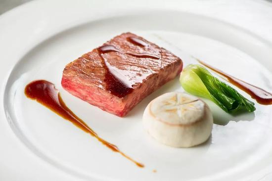 黑椒香煎雪花牛肉拌鲜蘑精选雪花牛肉