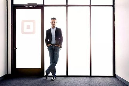 ▲杰克·多西在Square办公室前