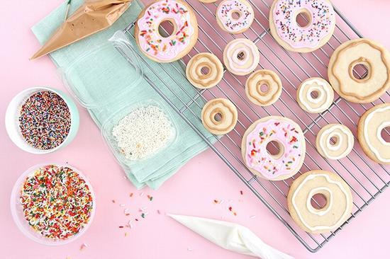 自制多彩甜甜圈 图片源自keikolynn.com