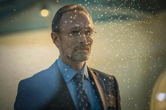 ▲拉斯·米克尔森曾经在《神探夏洛克》中饰演大反派查理斯·马格努森