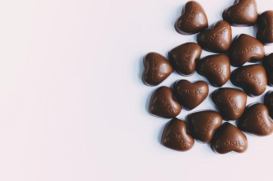 单身狗钟爱巧克力 图片源自pexels