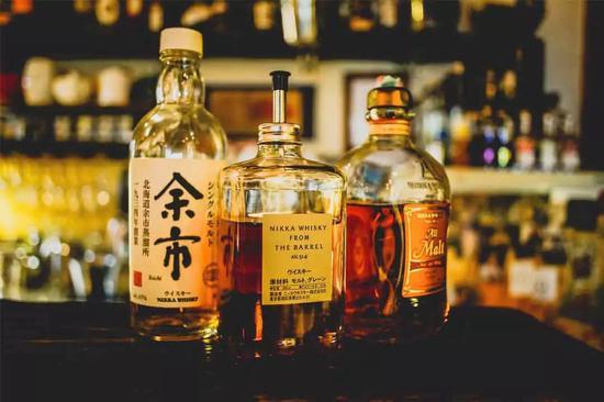 众人喜欢威士忌,因它比任何酒精饮料容易入门。