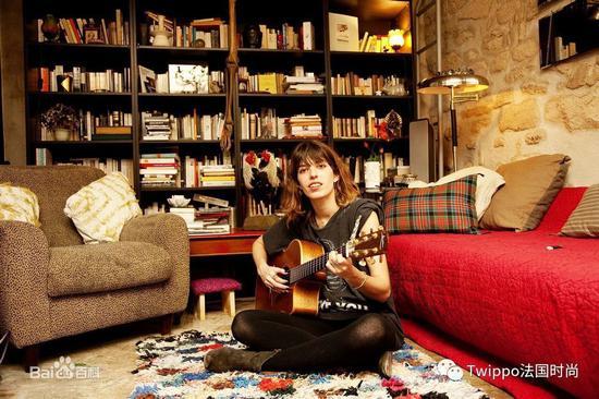 Lou Doillon与她的吉他