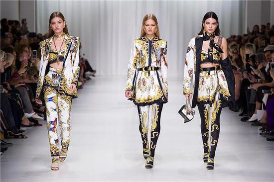 Versace 2019年春夏秀场