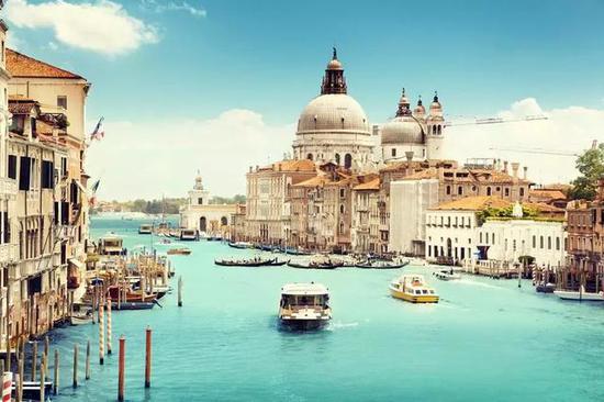 除了法国,意大利也是浪漫的代名词。想令爱情快速升温?来威尼斯准没错。