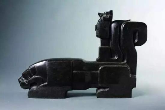 ▲《狐假虎威》黑花岗岩 40cm×60cm×12cm 1978年
