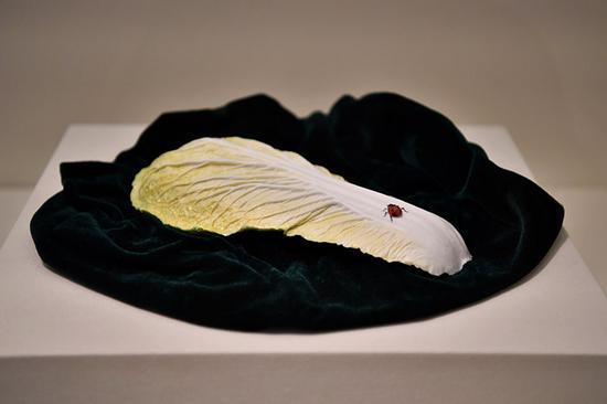 景德镇窑作品《白菜与七星瓢虫》