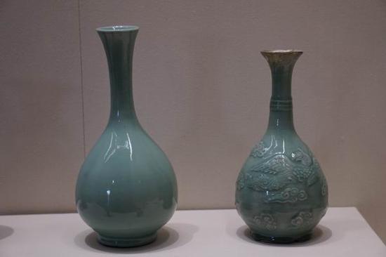 元代 龙泉窑青釉玉壶春瓶