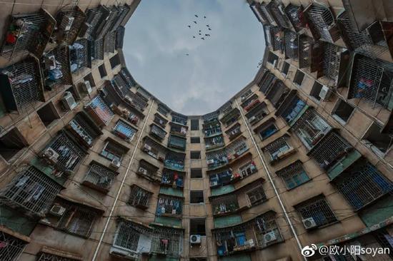 市区一栋老楼/ ©欧小阳soyan