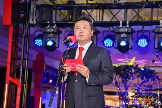 国贸商城新区活动现场,钟荣明先生发表致辞
